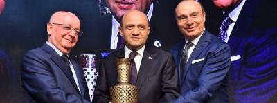 """Bakan Işık: """"Türk otomobili dört tekerlekli yürüyen bir bilgisayar olacak"""""""